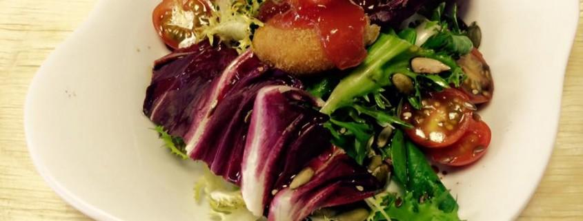 ensalada-pollos-croquetas